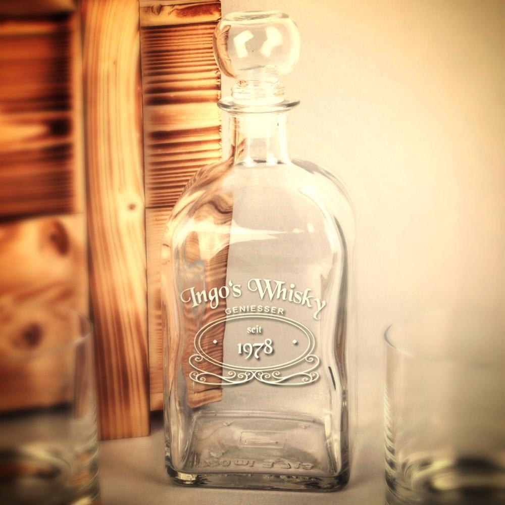 Whiskeyflasche mit Logo und persönlicher Gravur